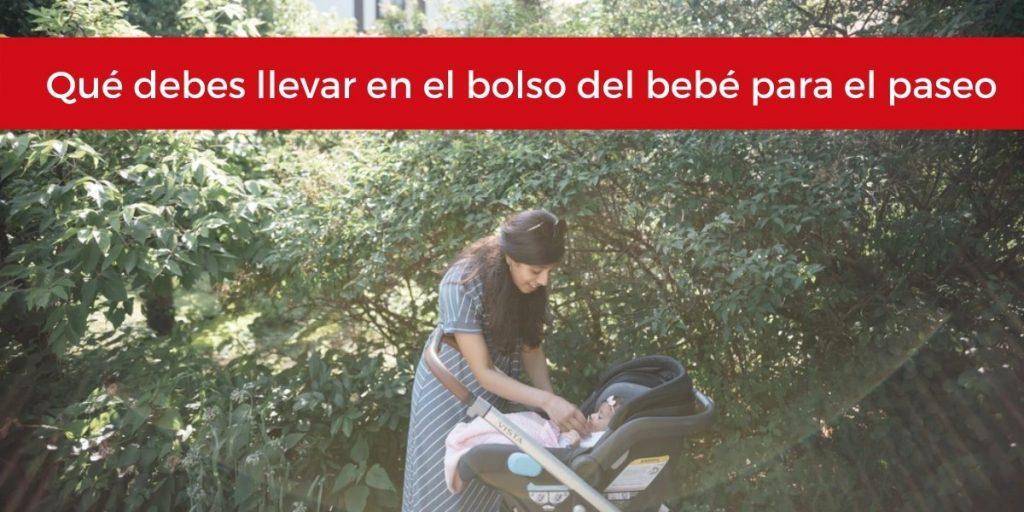 que debes llevar en el bolso del bebe para el paseo