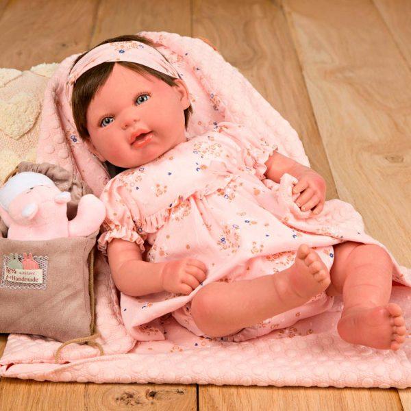 bebe reborn esther con manta peluche y bolsa multiusos